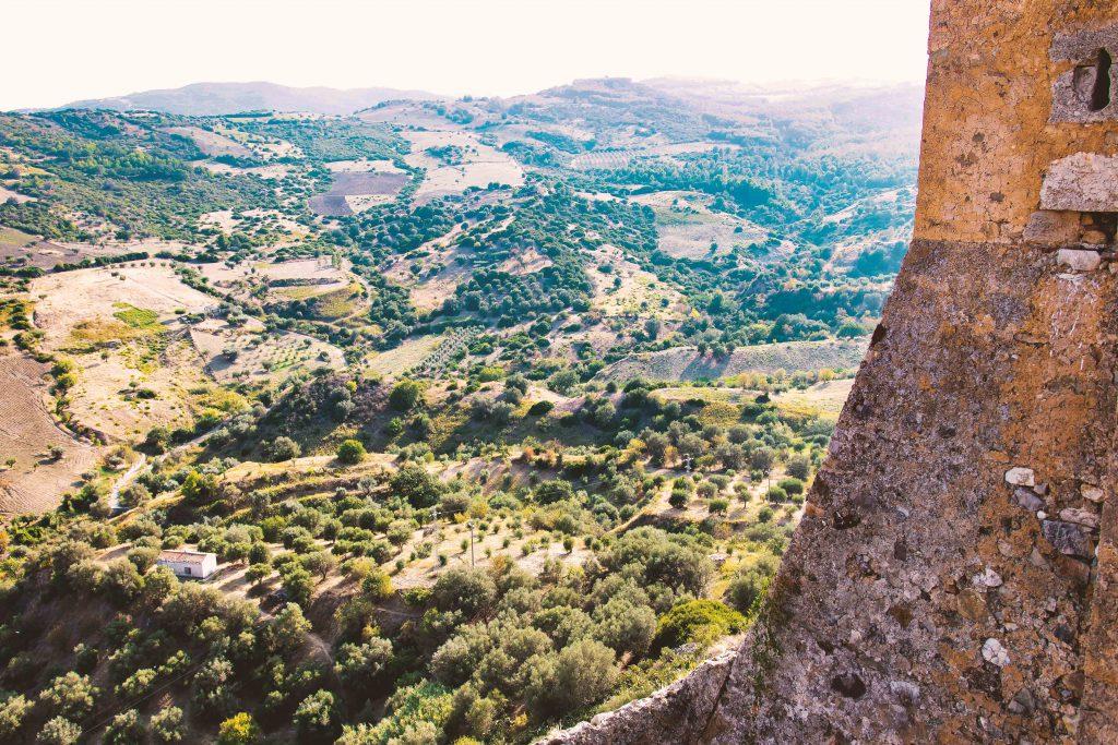 La valle vista dal Castello Svevo di Rocca Imperiale