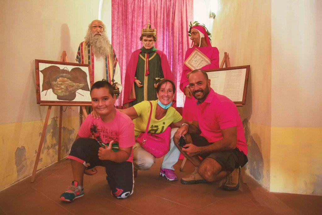 Le statue più belle del Museo delle Cere di Rocca Imperiale con i bambini