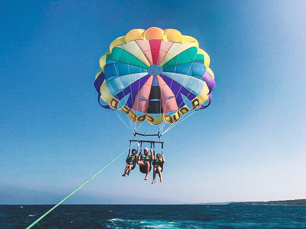 Otranto con i bambini in un weekend: Parasailing